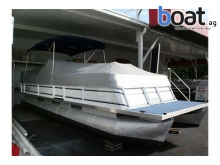 Crest 25 Pontoon Boat In North Fort Myers, Fl